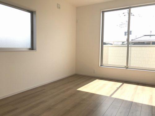 バルコニーに面した、明るい洋室です♪【7.5帖】(子供部屋)