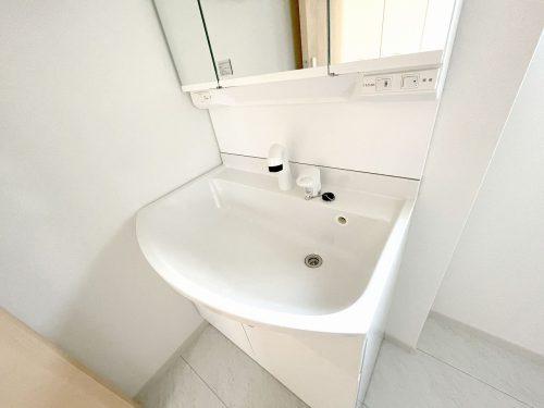 忙しい朝に便利な、洗髪洗面化粧台!