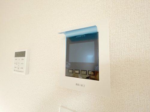 来客時に便利な、TVモニター付きインターホン♪