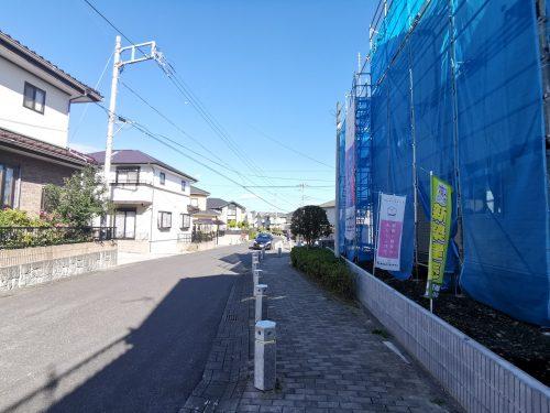 前面道路を含む現地写真(外観)