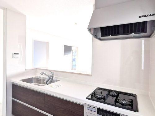 同仕様写真(キッチン)広いシンク 使い勝手の良いキッチンです。床下収納庫があります。(キッチン)