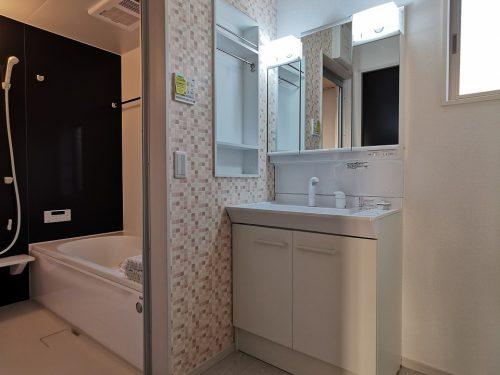 同仕様写真(その他内観) 洗面脱衣室に窓があり 明るいです。