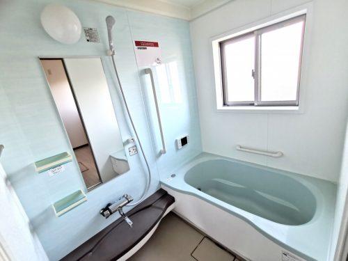 開放感のある 窓付き浴室!(風呂)