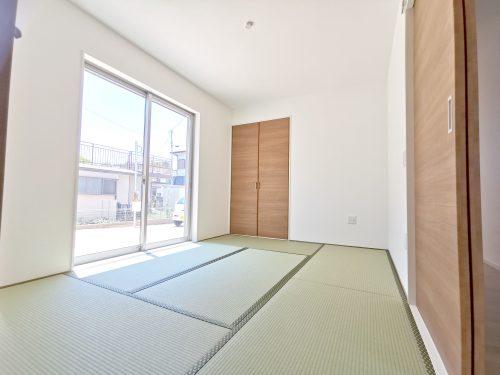 お子様のお昼寝スペースや、洗濯物をたたむのに便利です。客間やリビングの延長としても使えます
