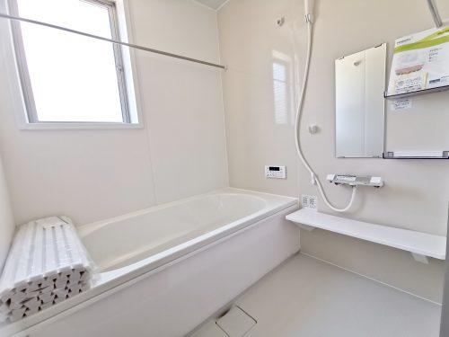 のびのび1坪タイプの浴槽です。一日の疲れを 癒してくれるスペースです。(風呂)