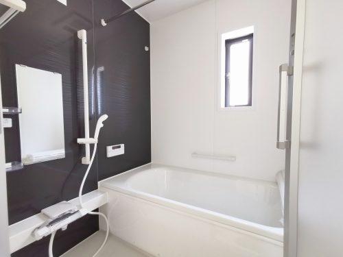 ゆったりお風呂でくつろげる 1坪バス♪雨の日に 大活躍の浴室乾燥機付きです♪(風呂)