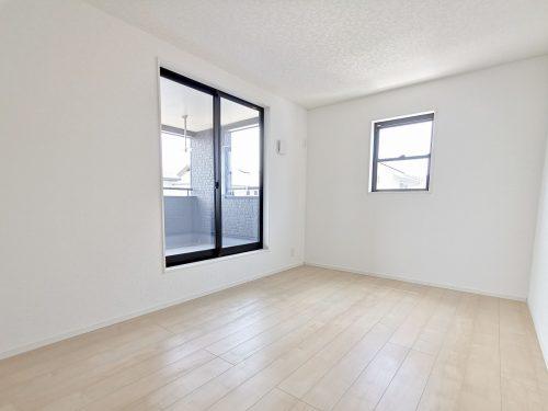 2階 8帖の洋室です♪(寝室)