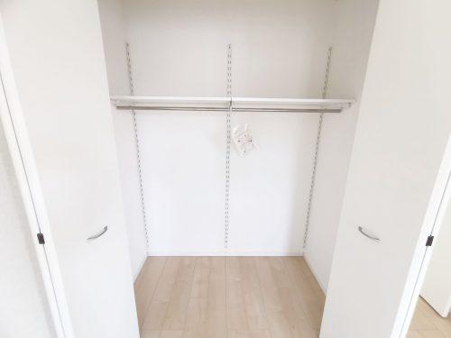 各部屋にしっかりと収納があり、ご家族の洋服もたくさん収納できます。