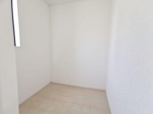 2階納戸は 書斎や荷物部屋として 幅広くご活用出来ます♪