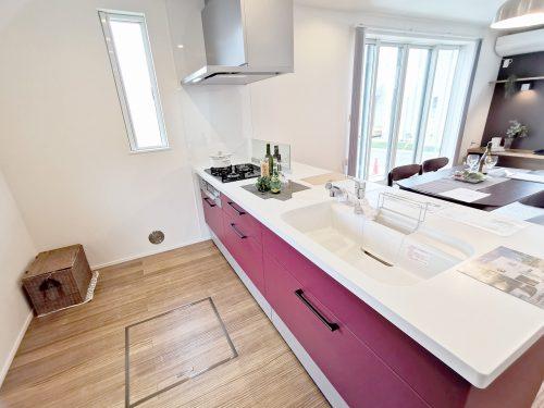 収納スペース・作業スペースが広いシステムキッチンは 奥様に嬉しいポイント♪(キッチン)