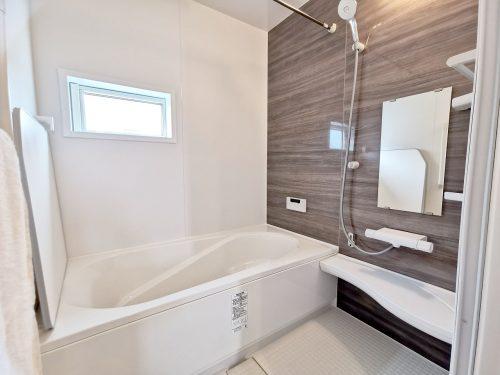 1坪のゆったりユニットバスでほっと一息!1日の疲れを 癒してくれるスペースです♪浴室乾燥機付きなので 雨の日も気にせずお洗濯ができます♪(風呂)