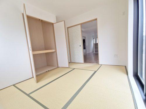 同形状・同仕様写真 「続き間の和室」は お子様のお昼寝スペースや、洗濯物をたたむのに便利です。客間やリビングの延長としても使えます♪