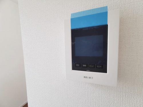 同形状・同仕様写真 来客時に便利な、カラーTVインターホンが備わっています。録画機能付きなので安心です♪