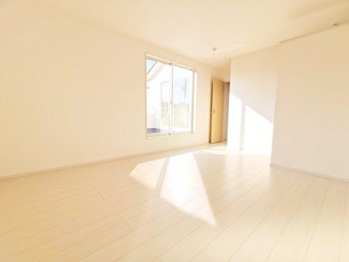 2階 9.75帖の洋室です♪大容量の収納が嬉しい「ウォークインクローゼット」付き。(寝室)