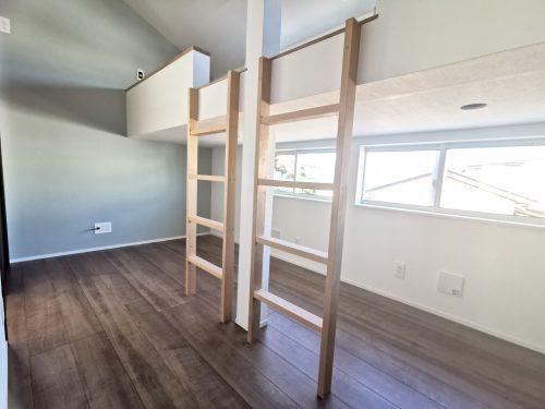 【子供室】 コンパクトですが、天井が高く独特の開放感が感じられます♪(子供部屋)