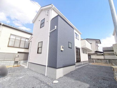 閑静な住宅地に、落ち着いたお洒落な外観です♪2台駐車可能です♪(外観)