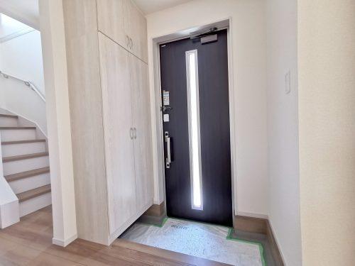 玄関扉はスマートカードキー♪(玄関)