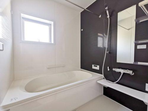 一日の疲れを癒す、一坪タイプの浴室!足を伸ばしてゆったりとお湯につかれます♪浴室暖房乾燥機付!(風呂)