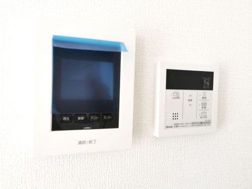 給湯から追い焚きまで、ボタンひとつでラクラク♪/来客時に便利な、TVモニター付きインターホン付き♪