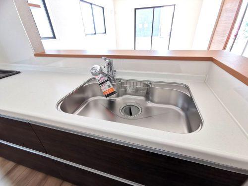 広いシンク!使い勝手の良いキッチンです♪浄水器でいつでもおいしい水を手軽に使えます♪(キッチン)