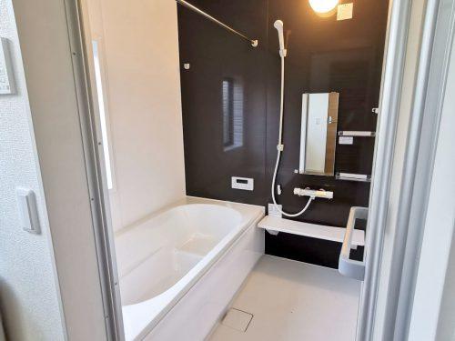 1坪のゆったりユニットバスでほっと一息!浴室乾燥暖房機付き!雨の日も気にせずお洗濯ができます♪(風呂)